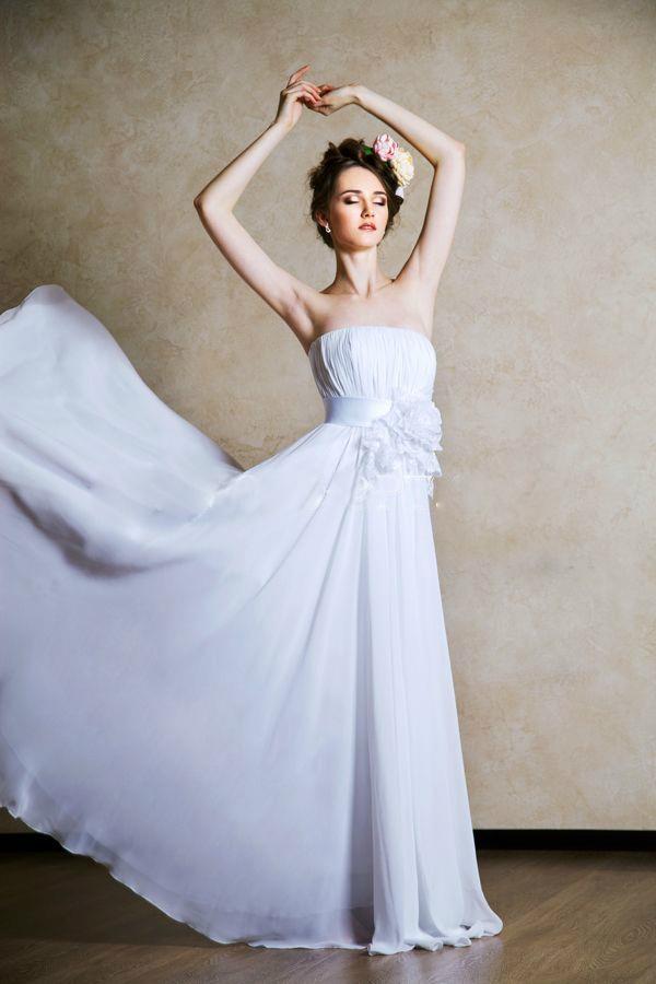 Сколько стоит сшить платье на заказ из своей ткани