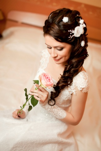 Свадебные прически волосы на одну сторону